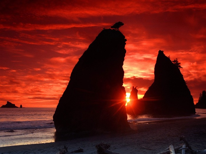 Sea Stacks Knife a Blood-Red Sky-Beautiful natural scenery wallpaper Views:5473