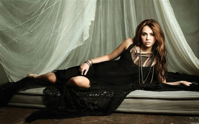Miley Cyrus-European and American actress wallpaper album Views:13596