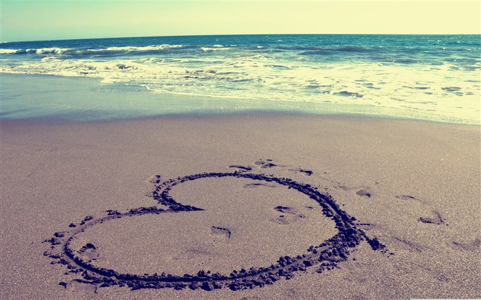 heart on beach-love wallpaper pictures Views:21881