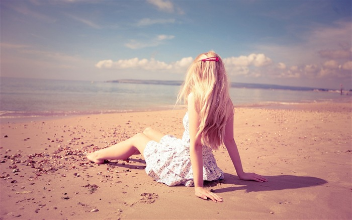 blonde girl on the beach-Global Beauty Girl wallpaper selection Views:8071