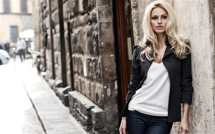 blonde woman city street photography-Global Beauty Girl wallpaper selection Views:8016
