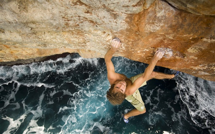 Extreme Climbing-outdoor sports Desktop picture Views:22102 Date:1/1/2012 4:43:41 PM