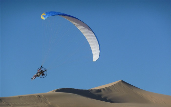 Flying the Sand Dunes-outdoor sports Desktop picture Views:6174 Date:1/1/2012 4:39:37 PM