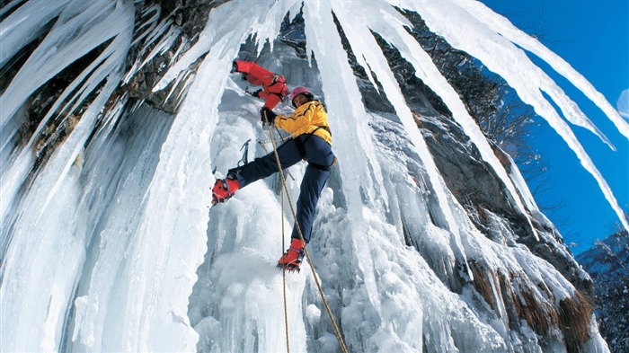 Ice Climbing-outdoor sports Desktop picture Views:9072 Date:1/1/2012 4:41:28 PM