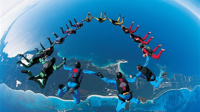 Skydiving-outdoor sports Desktop picture Views:15286 Date:1/1/2012 4:54:40 PM