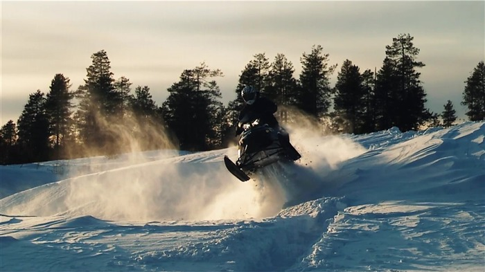 Snowmobile-outdoor sports Desktop picture Views:8316 Date:1/1/2012 4:53:28 PM