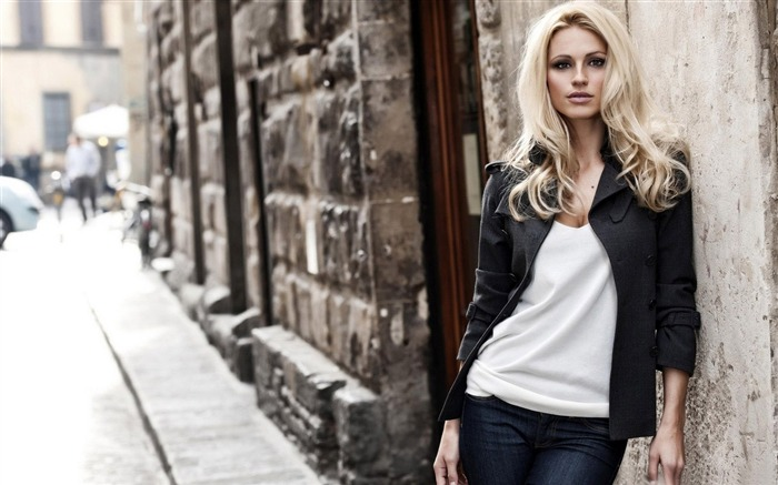blonde woman city street-all kinds of beautiful girl photo wallpaper Views:8681