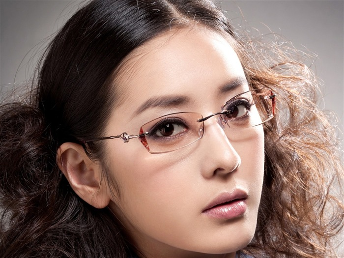 Charming beauty model glasses advertising Wallpaper 01 Views:7096