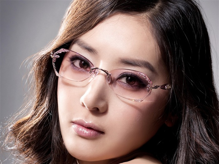 Charming beauty model glasses advertising Wallpaper 02 Views:7656