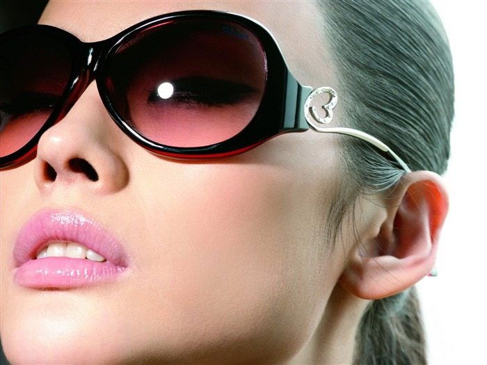 Charming beauty model glasses advertising Wallpaper 10 Views:14184