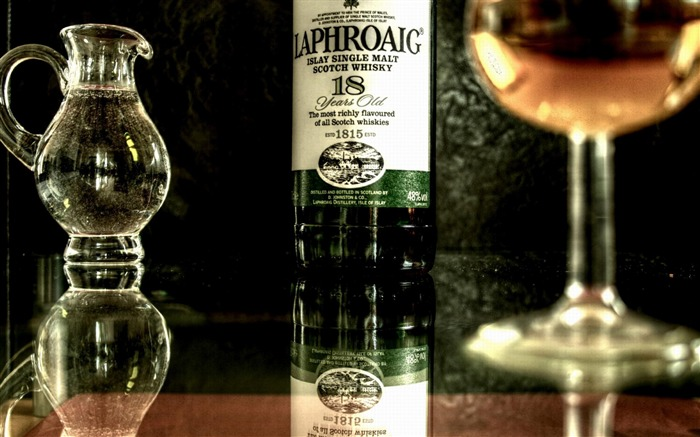 Laphroaig Whiskey Alcohol Reflection-Global brand advertising wallpaper Views:9085