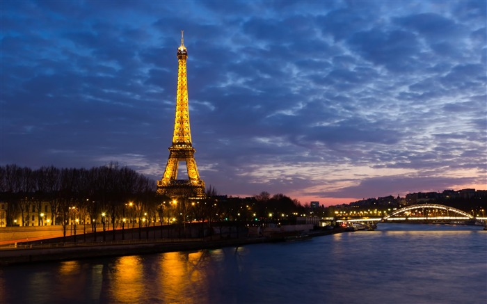 eiffel tower-City Landscape Wallpaper Views:11771