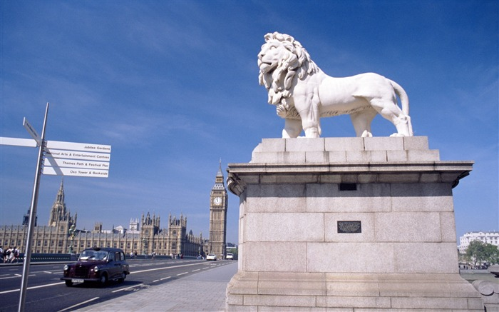 Big Ben near the lion statue-London Photography Wallpapers Views:10769
