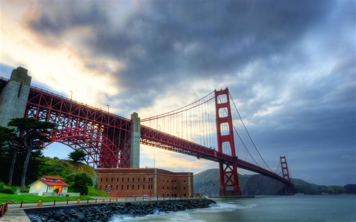 Golden Gate Bridge-Nature Landscape Wallpaper Views:6259