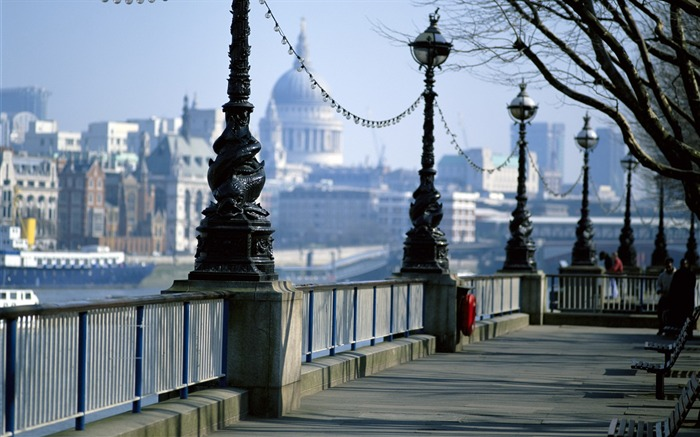 Thames street lights-London Photography Wallpapers Views:4691