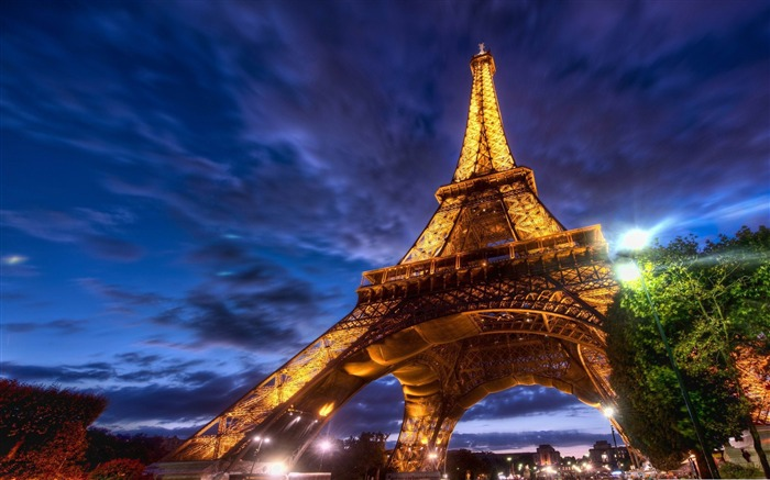 eiffel tower at night-France landscape wallpaper Views:39451