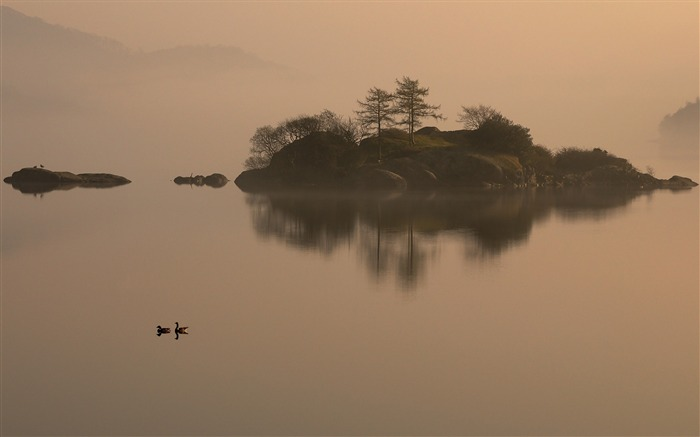 Island in the mist-Mac OS Wallpaper Views:9542