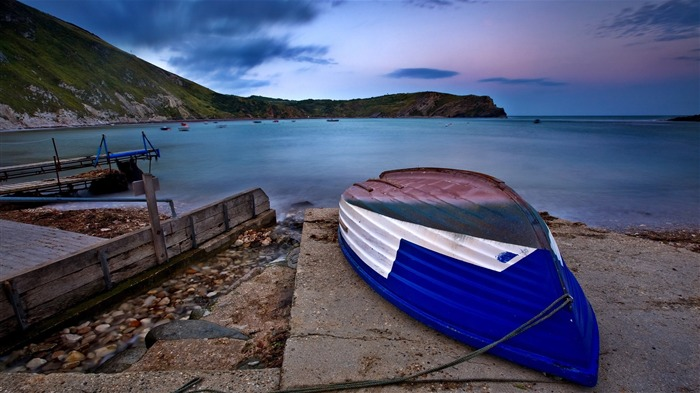 blue boat on beach-landscape photo wallpapers Views:3796