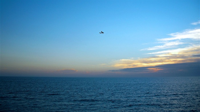 plane over sea-landscape photo wallpapers Views:8119