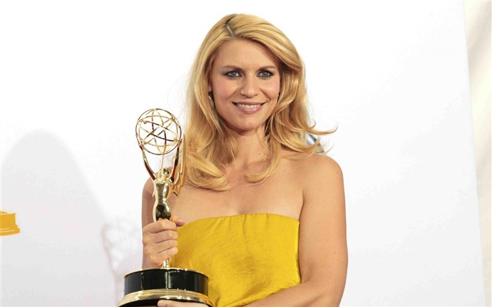 Title:Claire Danes-2012 64th Emmy Awards Highlights wallpaper Views:4623