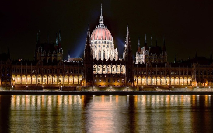 Hungarian Parliament Building Budapest-City photography wallpaper Views:7331