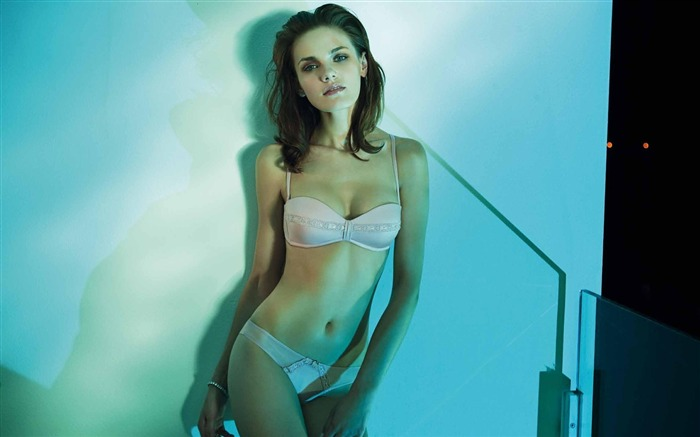 Italian brand Ritratti Milano 2011 spring and summer underwear wallpaper 12 Views:7572