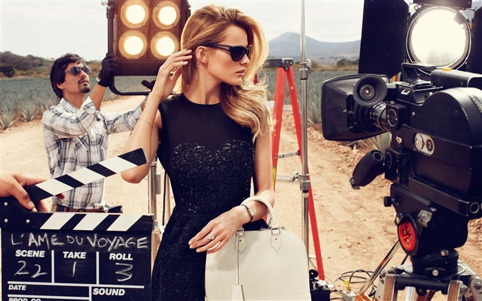 Edita Vilkeviciute interpretation 2012LV travel luggage series brand Wallpapers Views:10079