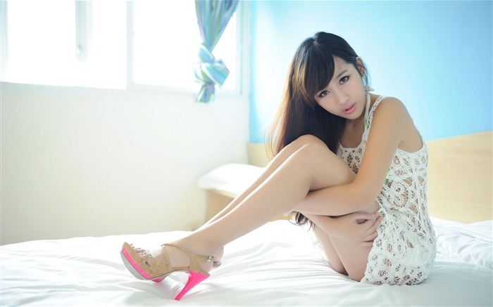 Sexy long legs beautiful photo HD widescreen wallpaper Views:35042