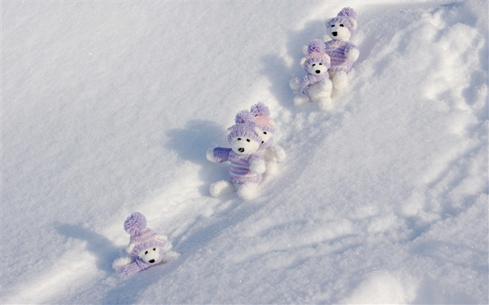 toy bears and snow-beautiful winter landscape wallpaper Views:12393