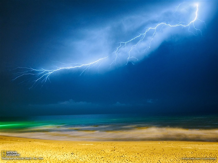 Title:Lightning Iran-National Geographic Best Wallpapers of 2012 Views:10145