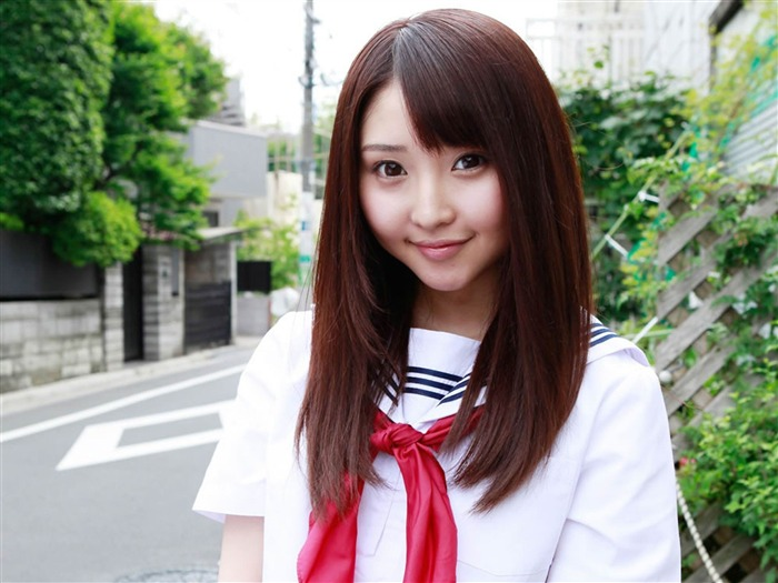 The pure Japanese school girl with the beat on the streets Desktop Wallpapers Views:14995