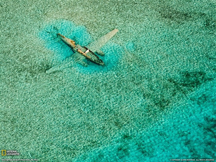 Submerged Plane Bahamas-National Geographic Best Wallpapers of 2012 Views:6194