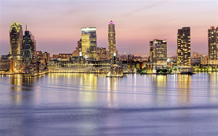 Windows 8 official cityscape panorama theme Wallpaper 18 Views:3935