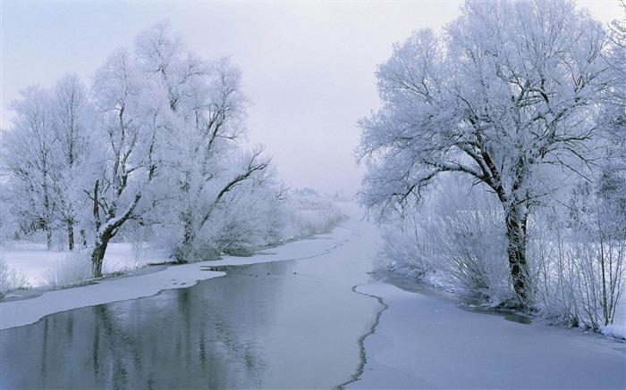 frozen river-amazing natural scenery wallpaper Views:3697