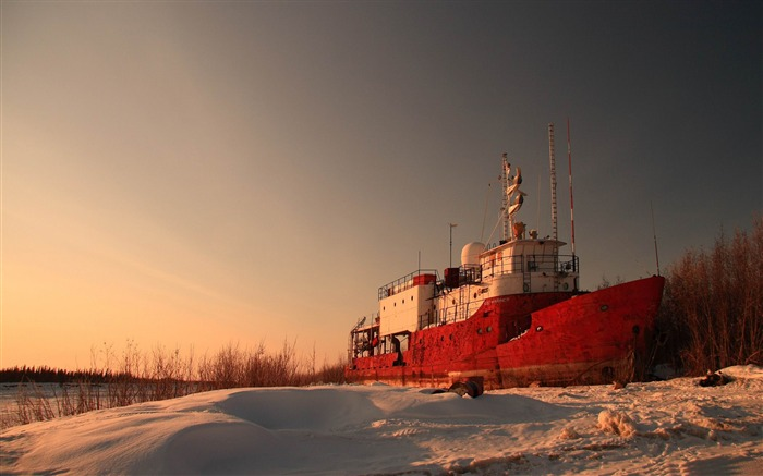 high and dry ship-winter natural landscape wallpaper Views:3761