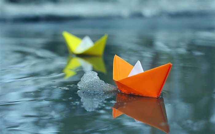 paper boats on icy lake-Photography World Wallpaper Views:5721