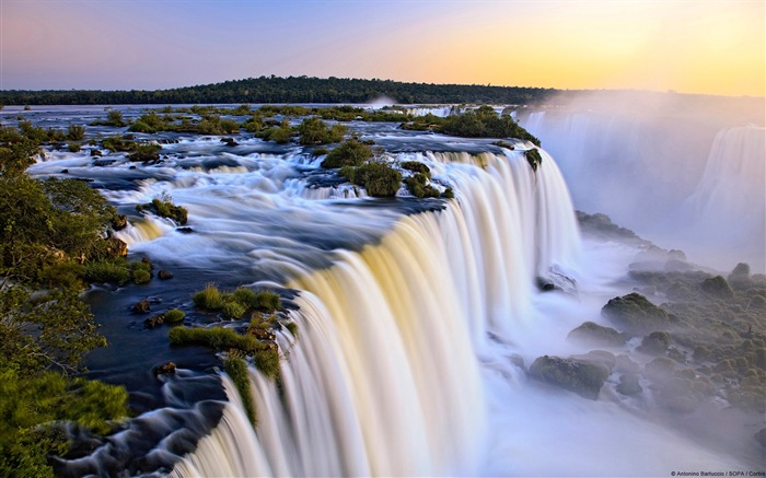 Iguazu Falls in Argentina and Brazil-natural landscape HD wallpaper Views:19189