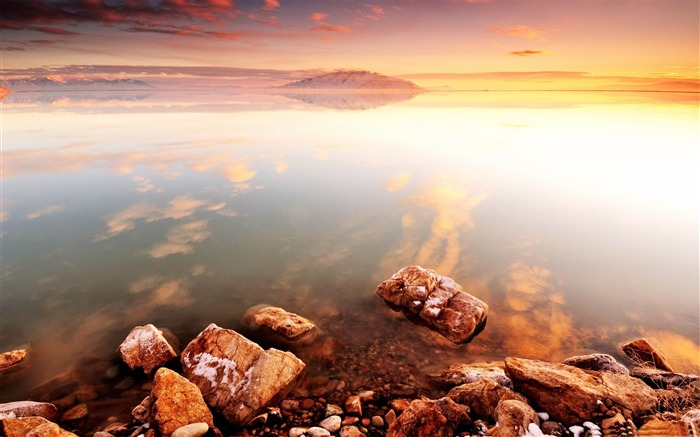 Amazing lakeside scenery HD desktop wallpaper Views:15352
