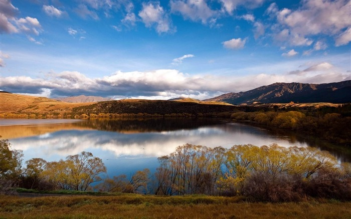 clouds reflected in the lake-natural scenery widescreen wallpaper Views:4103
