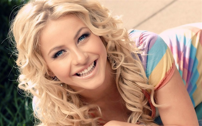 Julianne Hough Smile-Female Celebrities Photo HD Wallpaper Views:3822
