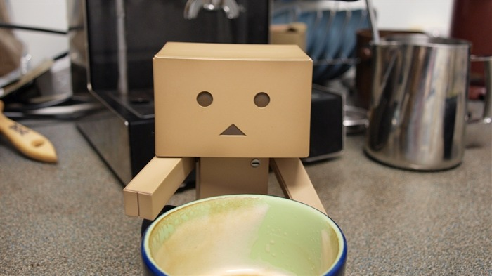 cup drink waiting-Danboard boxes robot photo HD Wallpaper Views:4555