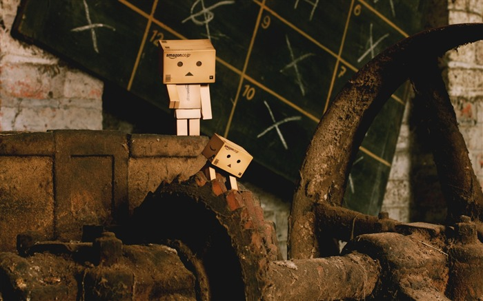 friends stairs walk-Danboard boxes robot photo HD Wallpaper Views:10670