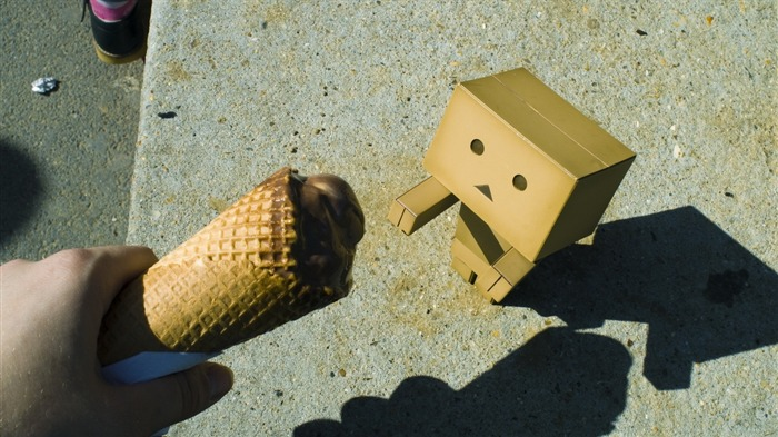 ice cream-Danboard boxes robot photo HD Wallpaper Views:4408