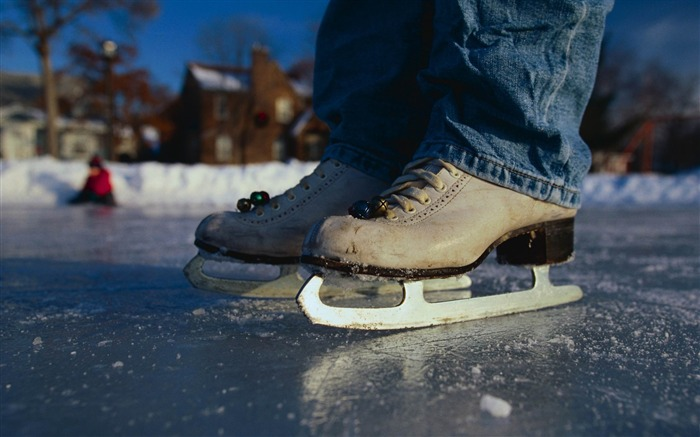 skates ice winter jeans snow-Sports theme wallpapers Views:3455