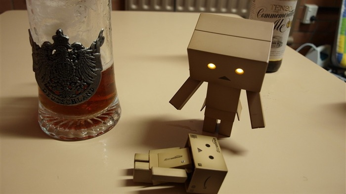 tea poison surprise-Danboard boxes robot photo HD Wallpaper Views:4719