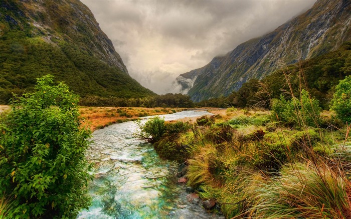 river in the mountains-Beautiful natural scenery wallpaper Views:3886