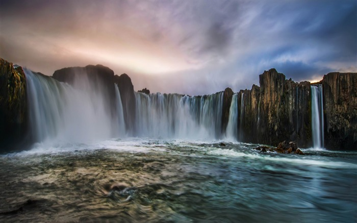 waterfall in iceland-Beautiful natural scenery wallpaper Views:3127