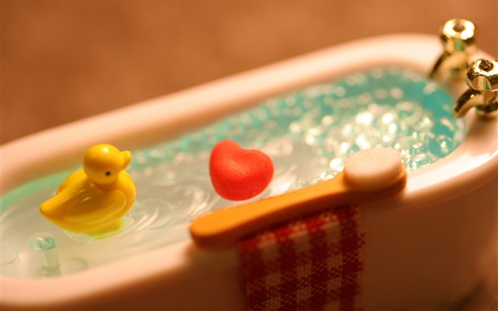 Little yellow duck bath-Love HD Wallpaper Views:2654