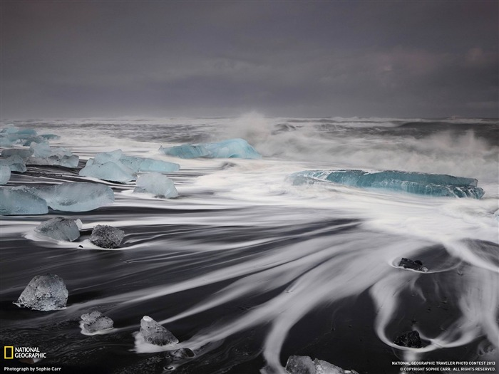Waves Iceland night-National Geographic wallpapers Views:3015
