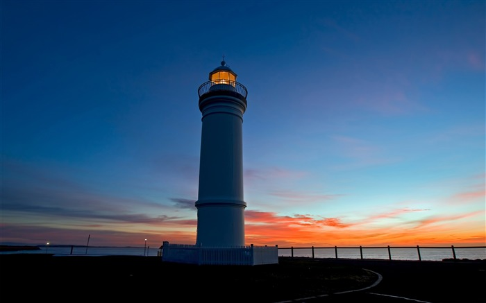 lighthouse at dusk-Landscape Pics HD Wallpaper Views:3952